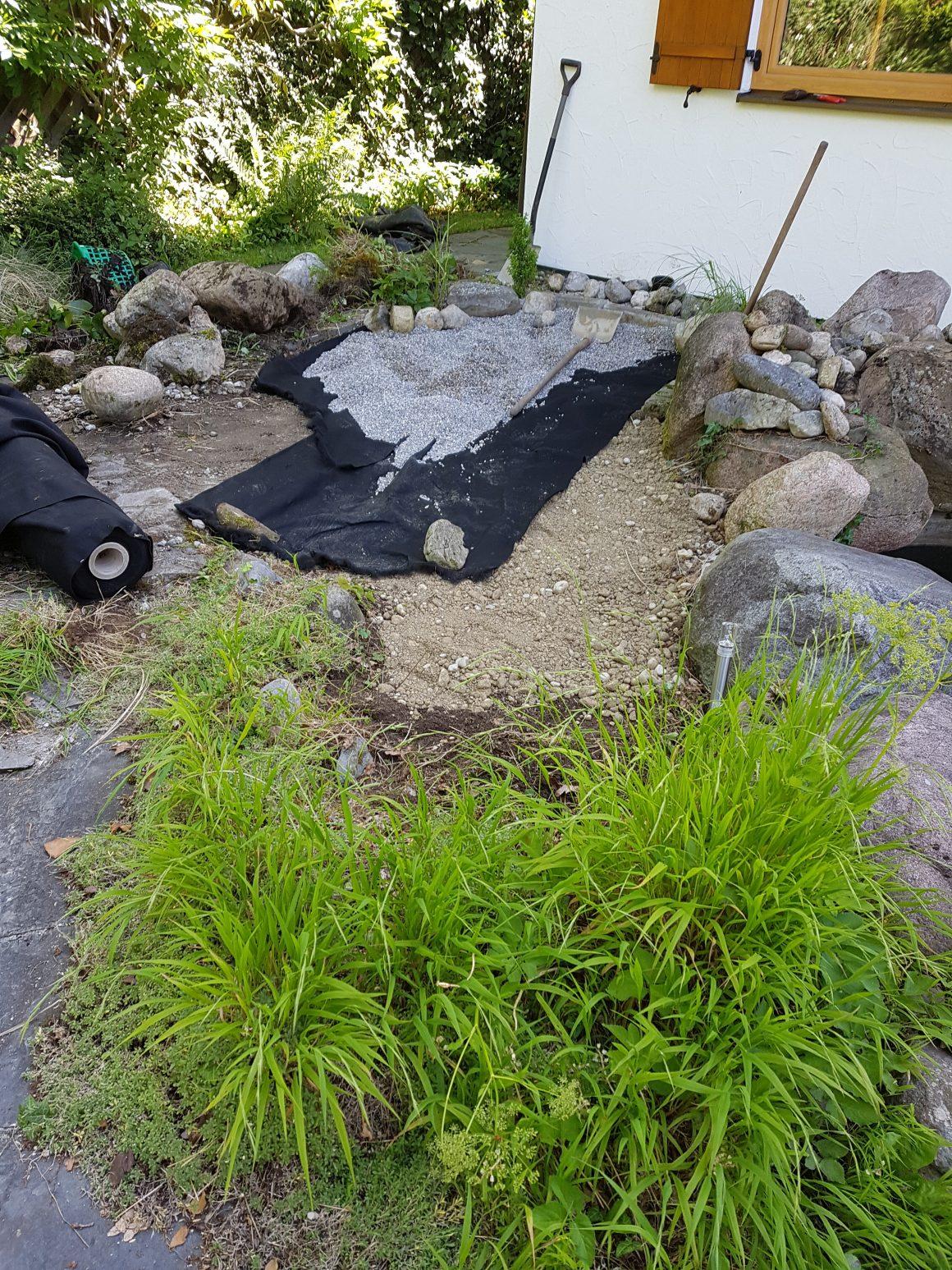 Teichbeckenauflösung mit Erstellung einer Kiesfläche zum Sonnen